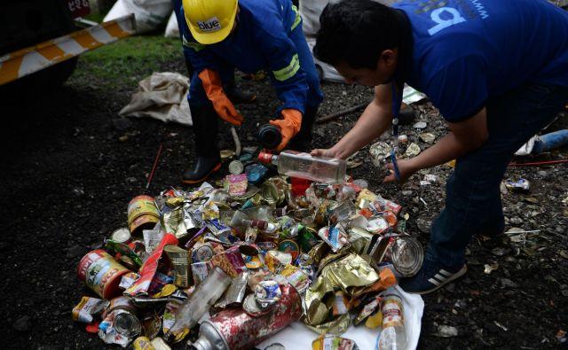 Da človeška ravnodušnost do narave ne pozna meja, dokazuje več kot enajst ton smeti, ki so jih zbrali čistilci. FOTO: AFP