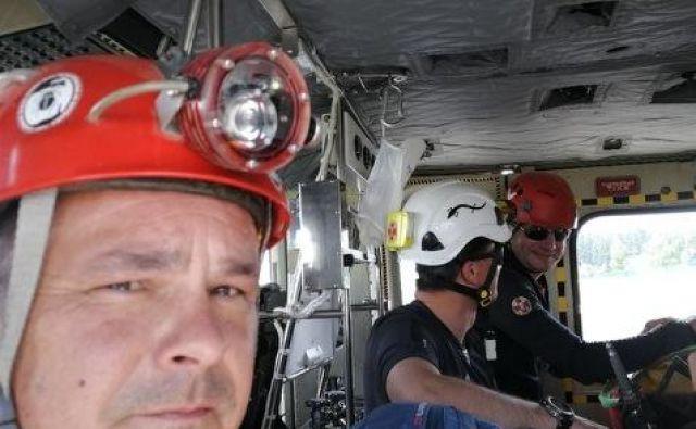 V reševanju so sodelovale ekipe Jamarske reševalne službe pri Jamarski zvezi Slovenije, in sicer iz različnih krajev Slovenije. FOTO: Maks Merela