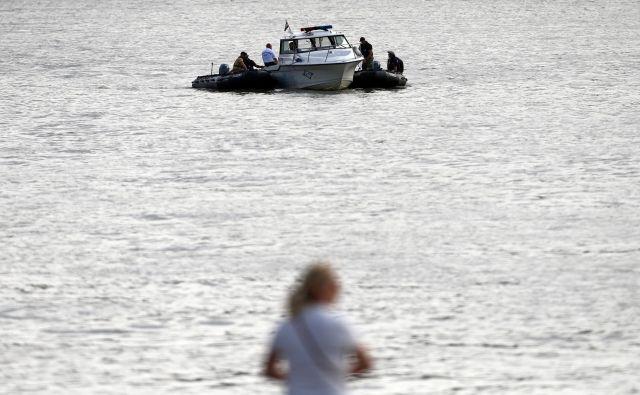 Preiskava je pokazala, da je kapitan ladje Viking Sigyn, ki je trčila v turistično ladjico z južnokorejskimi turisti na krovu, vse podatke iz svojega mobilnika po povzročitvi nesreče ladje izbrisal.FOTO: Antonio Bronic/Reuters