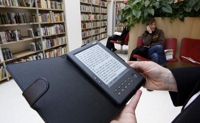 Koalicijski partnerji so v koalicijski pogodbi napovedali ničelno stopnjo davka za tiskane in elektronske knjige. FOTO: Mavric Pivk/Delo