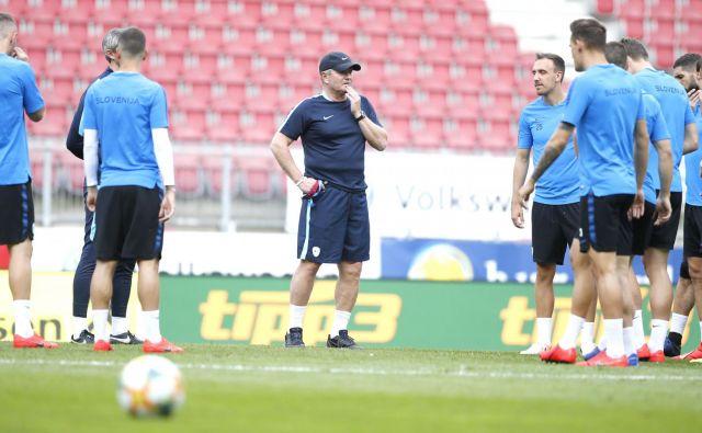 Selektor Kek pravi, da vse ve o tekmecu, a zanimajo ga njegovi fantje in priprava na velik nogometni večer. FOTO: Roman Šipić/Delo