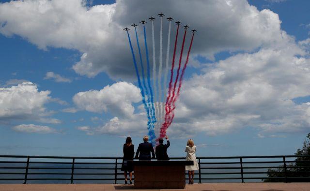 Trump je včeraj v Caenu dejal, da so bili v preteklosti odnosi zMacronomtežavni, trenutno pa so odlični. Foto: Carlos Barria/Reuters