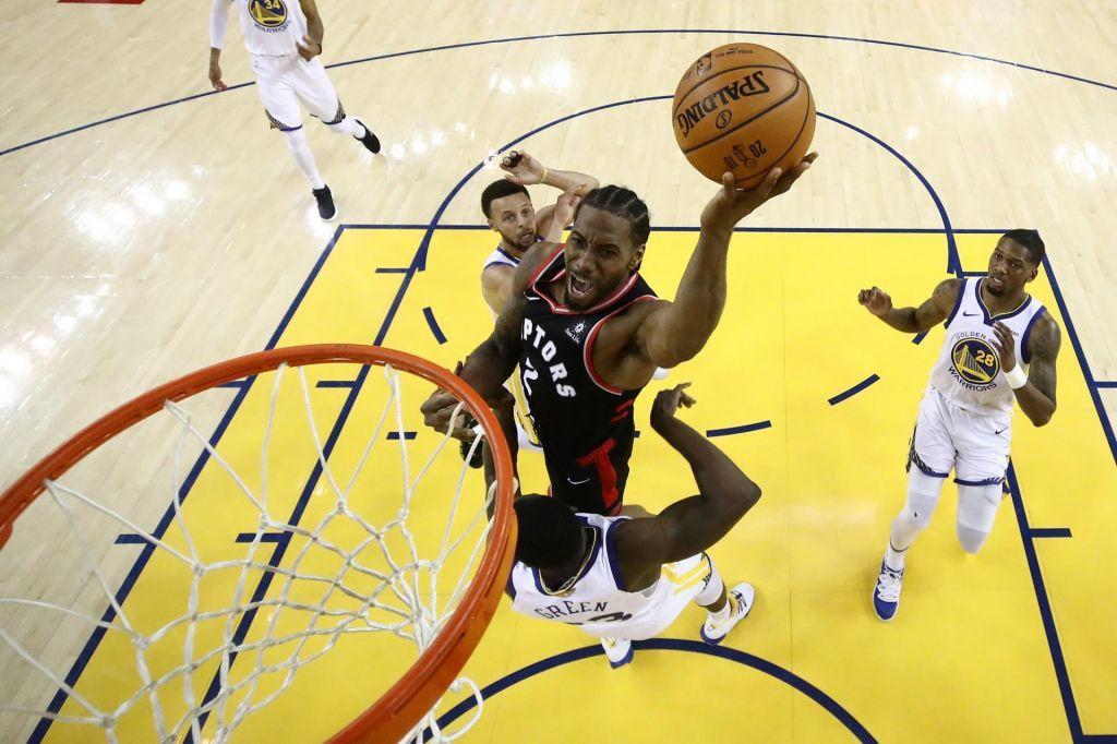 Košarkarji Toronta v gosteh nadigrali branilce lovorike, Lowry jezen na navijača