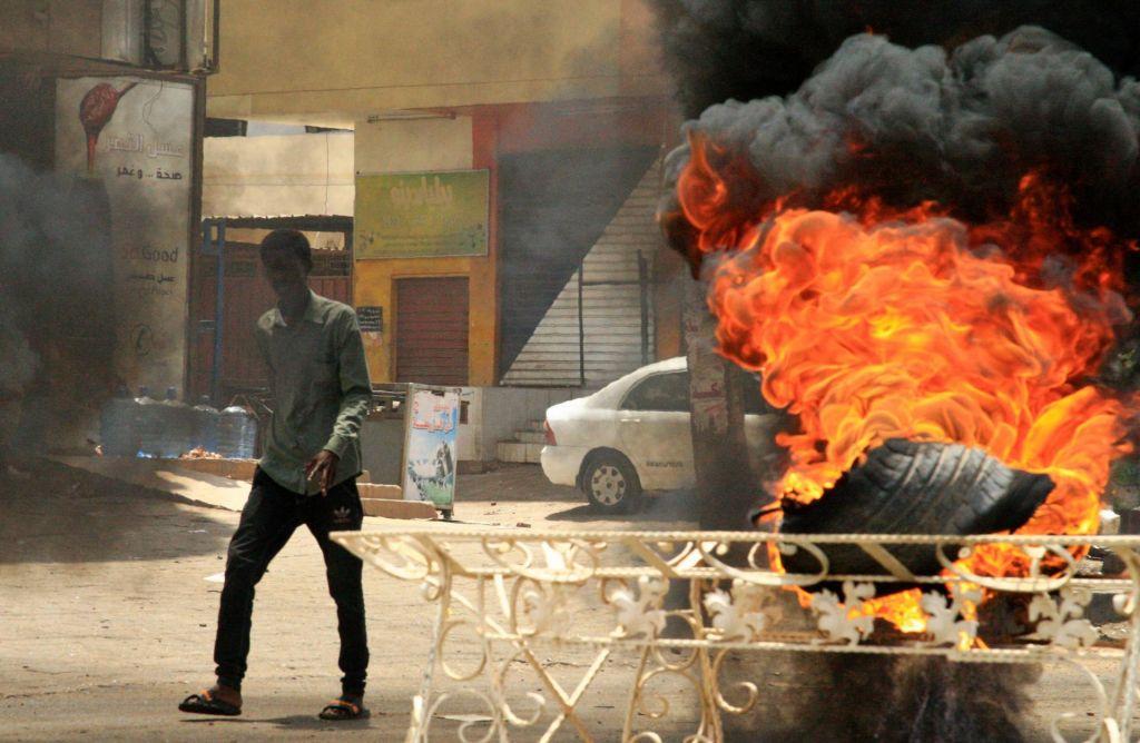 Opozicija je naštela več kot sto mrtvih, vlada vsega 61