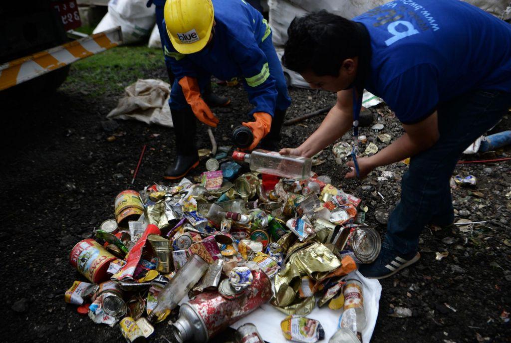 FOTO:Mount Everestv sebi skrival enajst ton smeti in (vsaj) štiri trupla