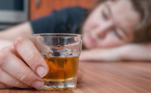 Opravljene so bile številne študije, ki so proučevale ukrepe za odvračanje mladostnikov od pitja alkohola. FOTO: Shutterstock