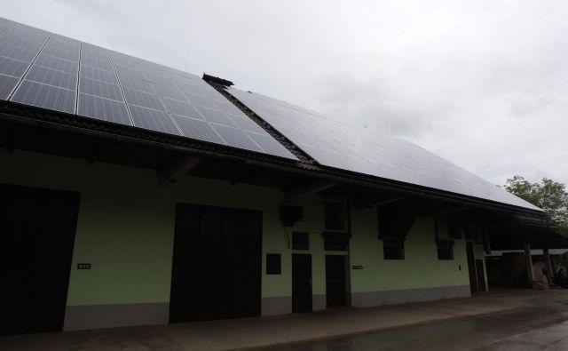 Moč sončne elektrarne lahko omejijo tudi elektrodistribucije. FOTO: Roman Šipić/Delo