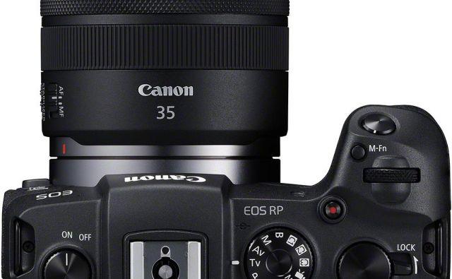 Telo aparata brez objektiva tehta 485 gramov. Foto Canon
