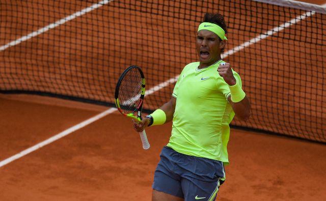 Rafael Nadal v Roland-Garrosu proti Rogerju Federerju ne pozna poraza. Dobil je še šesti medsebojni dvoboj. Foto AFP
