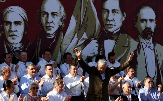 Mehiški predsednik Andrés Manuel López Obrador je na prireditvi v Tijuani potrdil dogovor z ZDA. Foto Reuters