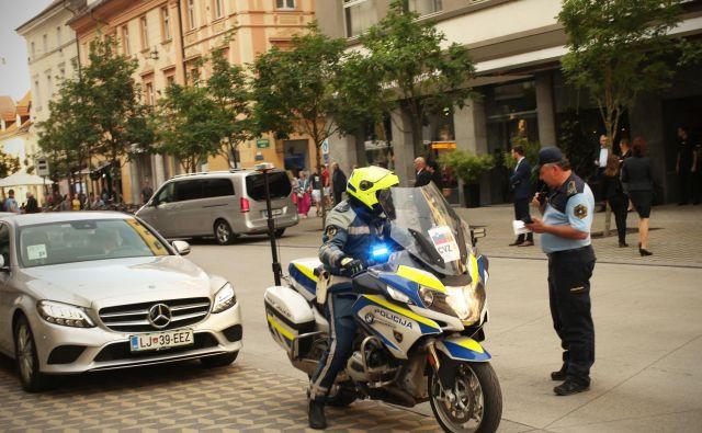 Policisti v središču Ljubljane ob mednarodnem političnem vrhu Pobude treh morij. Foto Jure Erzen