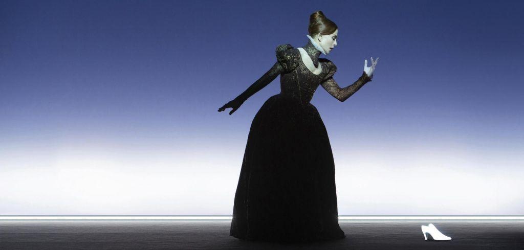 Isabelle Huppert kot škotska kraljica