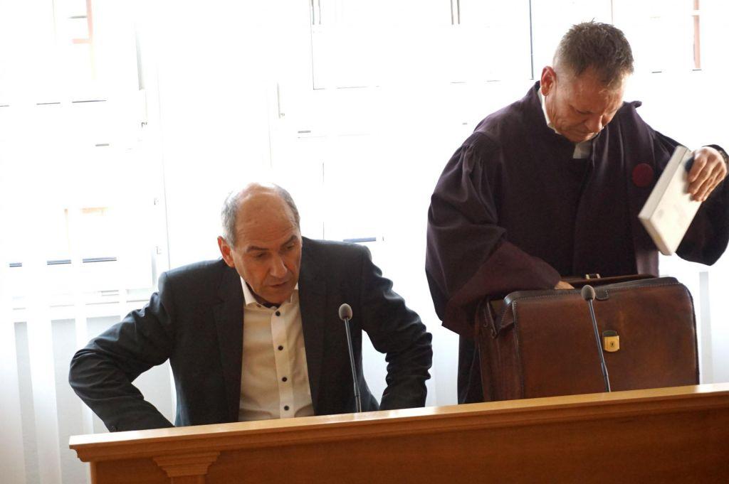 Janša o »prestitutkah« pred sodiščem