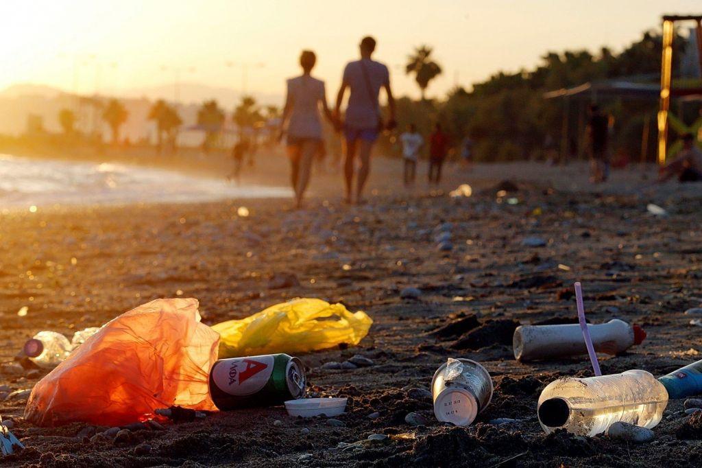 Morja so še vedno odlagališče za plastiko
