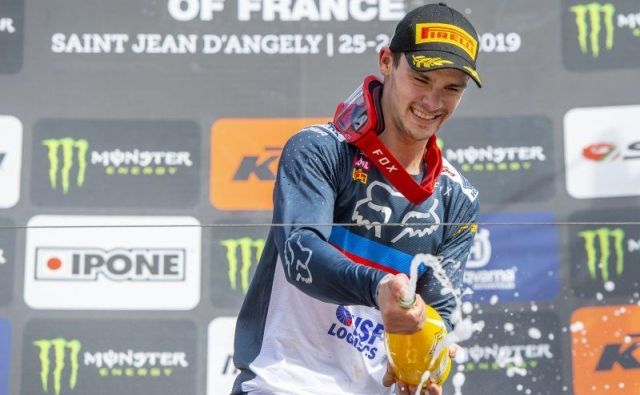 Zdravljica je odmevala tudi v Rusiji, kjer je Tim Gajser nanizal tretjo zaporedno zmago v svetovnem prvenstvu v motokrosu in se zavihtel na vrh v skupnem seštevku razredu MXGP. FOTO: HRC