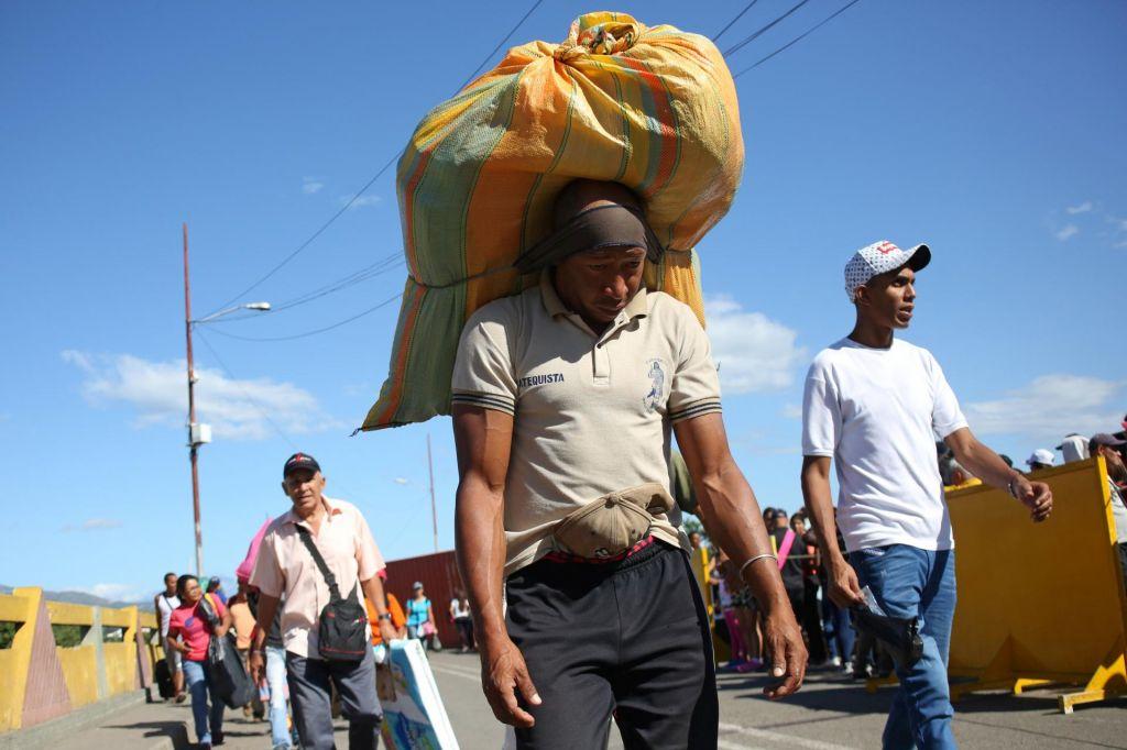 Po odprtju meje v Kolumbijo več tisoč Venezuelcev