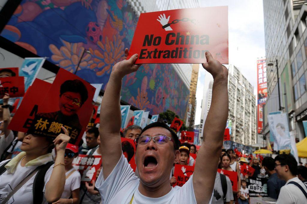 FOTO:Več sto tisoč ljudi na ulicah proti zakonu o izročitvi osumljencev Kitajski