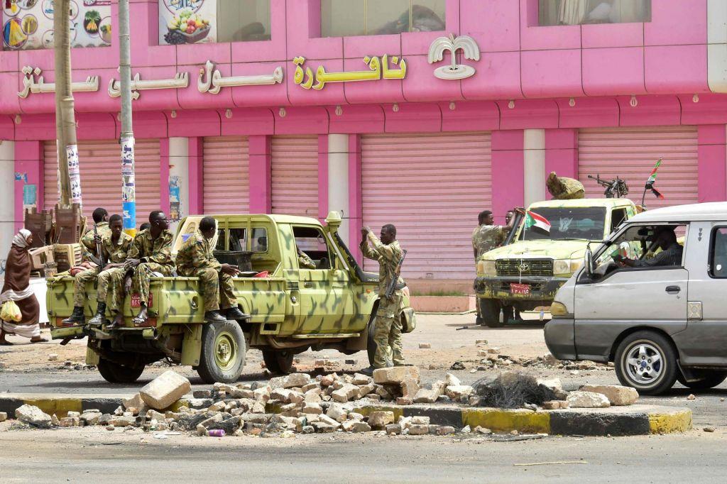 FOTO:Število smrtnih žrtev v Sudanu narašča