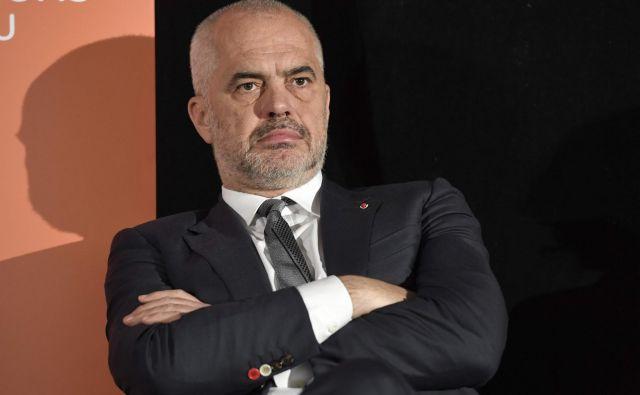 Premier Edi Rama ignorira zahteve opozicije in jo obtožuje, da je odgovorna za evropski neuspeh Albanije. FOTO: Bertrand Guay/AFP