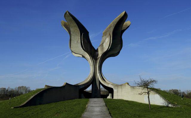 Ob tihem soglasju velikega dela hrvaške javnosti je nacionalizem postal tako nasilen, da je to pripeljalo do postavitve taborišča Jasenovac. Molčeče priče sedanjih nasilnih napadov bi bilo prav opozoriti na škodljivost njihovega molka. FOTO: Reuters