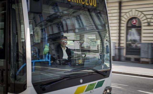 Vozniki ljubljanskih mestnih avtobusov so vse bolj obremenjeni, tudi zaradi pomanjkanja novih. FOTO: Voranc Vogel/Delo