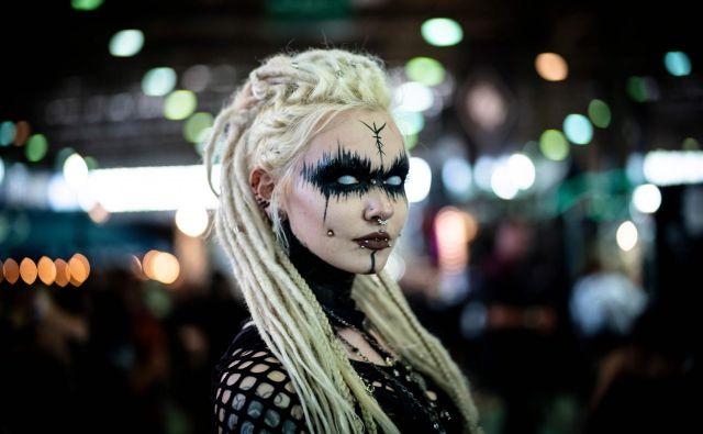 V Leipzigu v vzhodni Nemčiji je pretekli vikend potekal letni festival glasbe in kulture črne gotske scene Wave Gothic Festival, ki se tradicionalno odvija v času binkoštnih praznikov. FOTO: Alexander Prautzsch/AFP