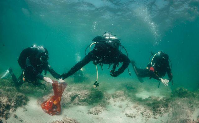 200 potapljačev je očistilo 50 kvadratnih kilometrov morskega dna. FOTO: Marjan Radovic