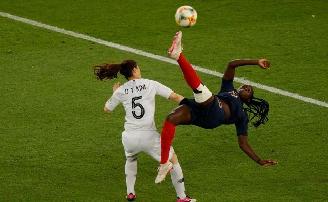 V Parizu poteka svetovno prvernstvo v nogometu za ženske. Na Francozinje so zmagale s 4:0. FOTO: Kenzo Tribouillard/AFP