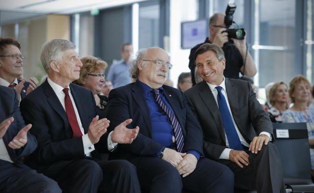 Prof. Ronald M. Šega in prof. Duncan Haldan z Borutom Pahorjem. FOTO: Uroš Hočevar