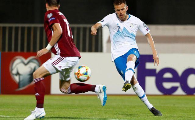 Josip Iličić je bil zelo razpoložen in je Latvijcem zabil dva gola. FOTO: Reuters