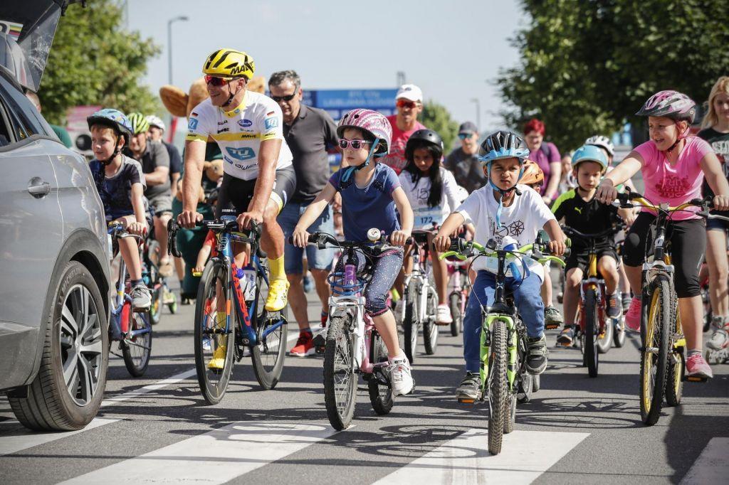 Video: Barjanka in družinsko kolesarjenje, drugi dan Franje