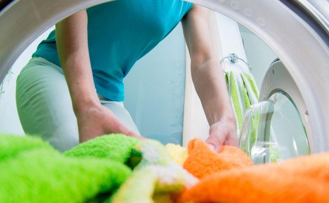 Danes je okoli 60 odstotkov blaga ali tekstilov narejenih iz umetnih vlaken in plastike. In ta segment narašča. Foto: Shutterstock