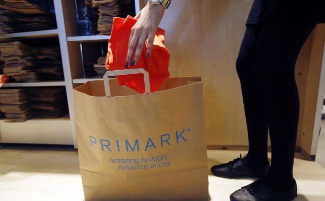 Primarku je uspelo svojo blagovno znamko okrepiti tudi s prepoznavnimi vrečkami za blago. FOTO:Luke Macgregor/ Reuters