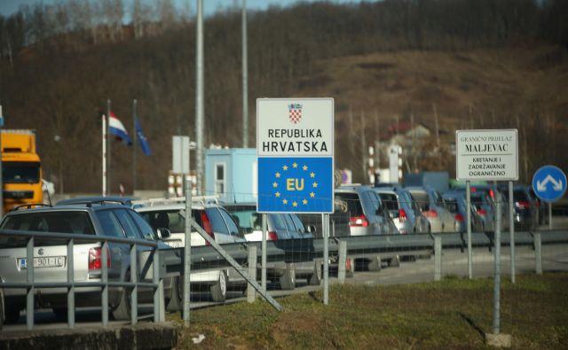 Hrvaška bo ograjo postavila še na dveh mejnih prehodih. FOTO: Jure Eržen/Delo