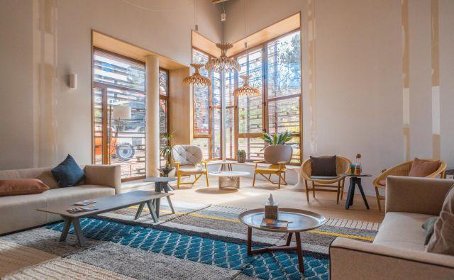 Tudi prostori za bolnike so lahko topli in prijetni za bivanje. FOTO: Lluc Miralles