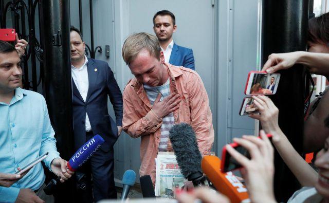 Ivan Golunov je bil danes izpuščen na prostost, potem ko so ovrgli vse obtožbe proti njem. FOTO: Reuters
