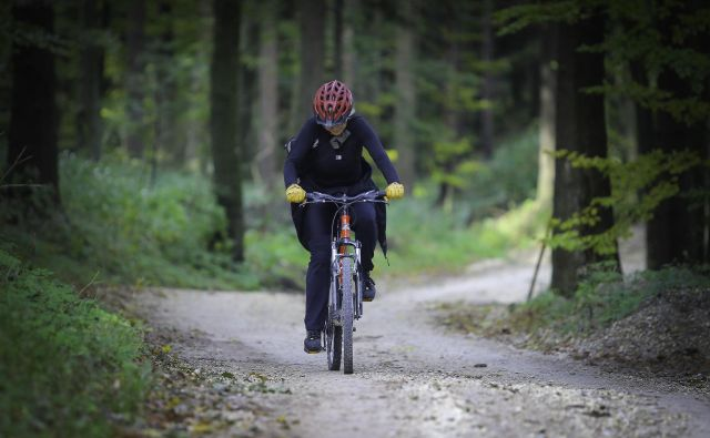 Marsikateri hrib je z e-kolesom dostopen tudi starejšim. FOTO Jože Suhadolnik