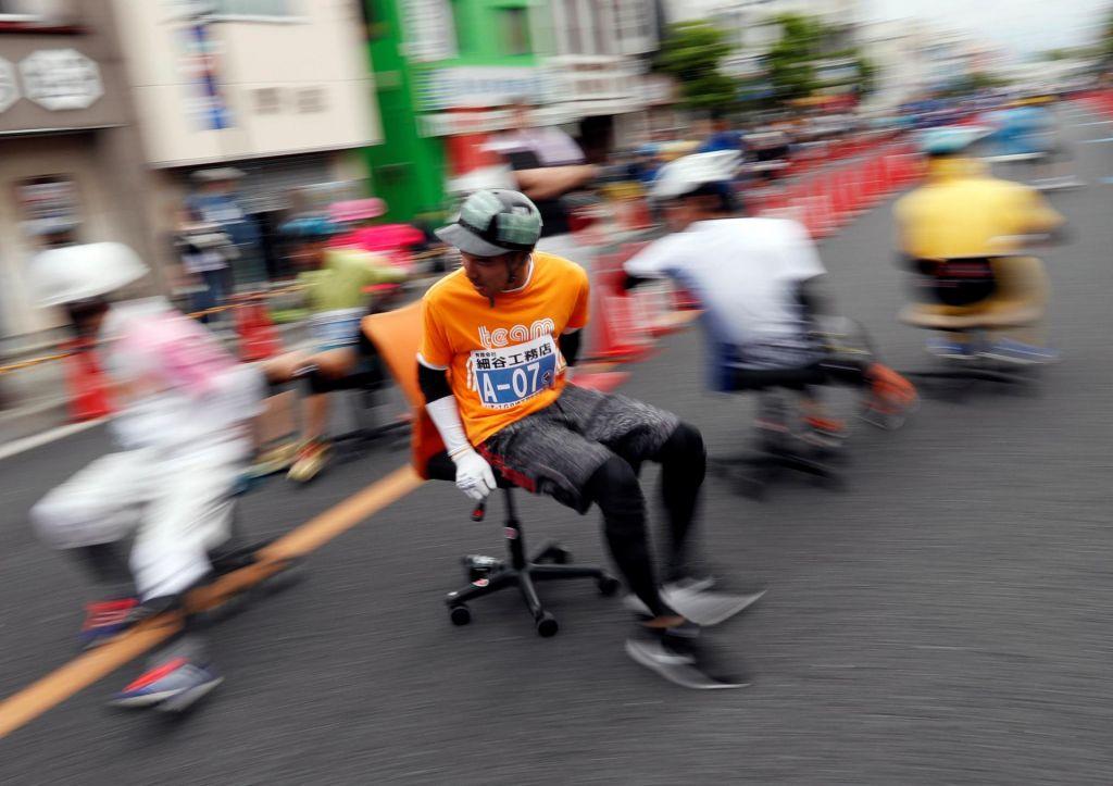 FOTO:Vztrajnostna dirka pisarniških stolov