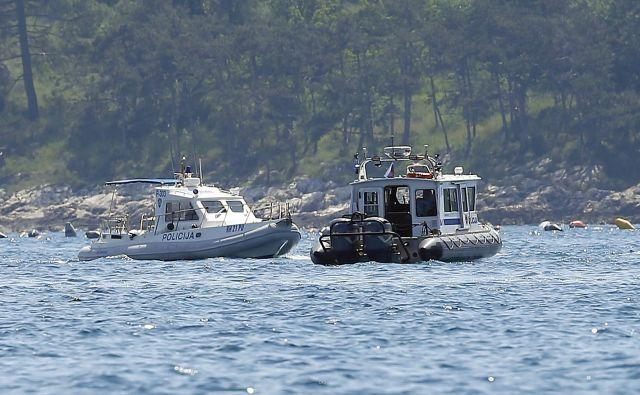 Slovenska in hrvaška policija v Piranskem zalivu FOTO: Matej Družnik/Delo