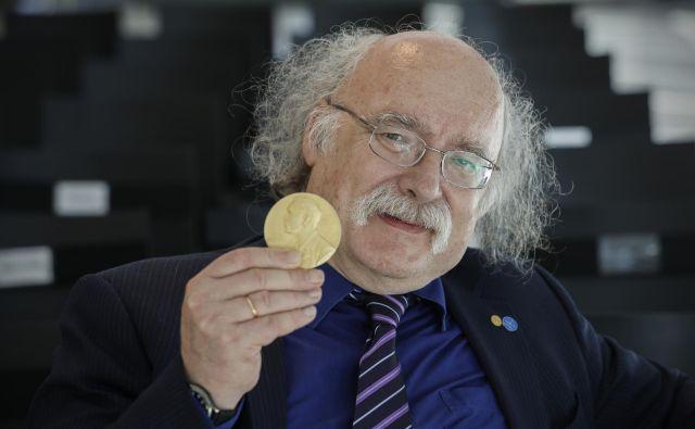 Haldane je prestižno nagrado dobil za odkritje uporabe topoloških konceptov za razumevanje lastnosti verig malih magnetov, ki jih je našel v nekaterih materialih. Foto Uroš Hočevar