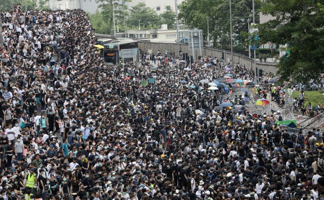 Na tisoče protestnikov znova na ulicah Hongkonga. FOTO: Athit Perawongmetha/Reuters
