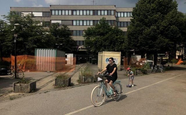Prenova prostorov nekdanje bežigrajske občine na Linhartovi 13 se je že začela, 126 uradnikov se bo tja preselilo konec leta. FOTO: Voranc Vogel