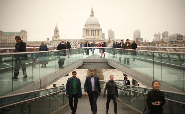 Milenijski most, ki vodi od galerije Tate Modern na eni strani Temze do katedrale sv. Pavla na drugi strani, je ena najbolj foto- in instageničnih točk v Londonu. FOTO: Jure Eržen