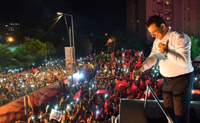 Ekrem İmamoğlu, zmagovalec županskih volitev v Istanbulu. FOTO: AFP