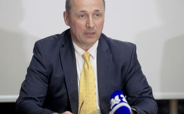 Na inštitutut za otroške srčne bolezni, ki ni nikoli zaživel, je dobival direktor Brane Dobnikar dobre štiri tisoč evrov bruto plače na mesec.FOTO: Roman Šipić/Delo<br />