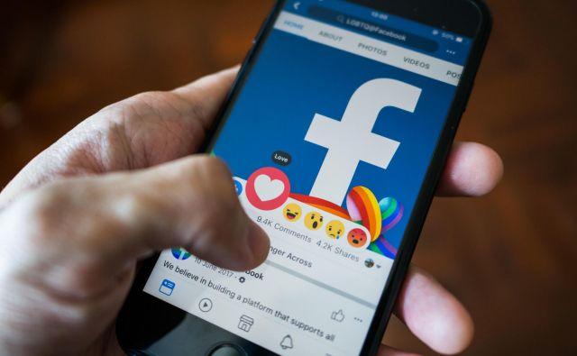 Na Facebooku krožijo lažni oziroma prirejeni videoposnetki ustanovitelja in glavnega izvršnega direktorja Marka Zuckerberga. FOTO: Shutterstock