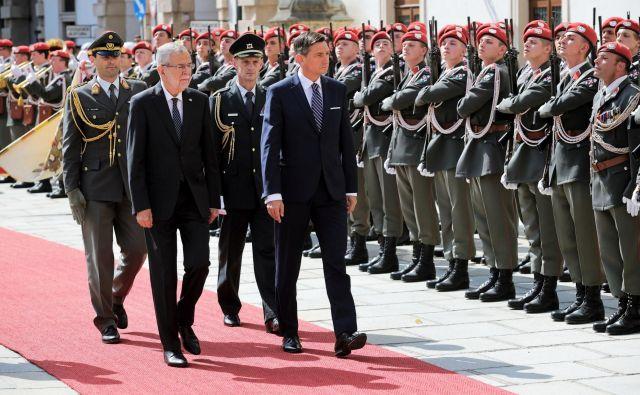 Slovenski predsednik Borut Pahor je poudaril, da njegov današnji uradni obisk na Dunaju spada v okvir prizadevanj, da ima Slovenija z vsemi sosednjimi državami dobrososedske in odlične odnose. FOTO: Daniel Novakovič/STA