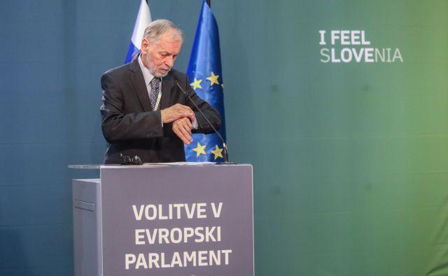 Predsednik DVK Anton Gašper Frantar,ki dolžnosti opravlja do zaključka evropskih volitev, je v nedeljo, 26. maja, ob 23. uri prebral rezultate evropskih volitev. FOTO: Voranc Vogel/Delo