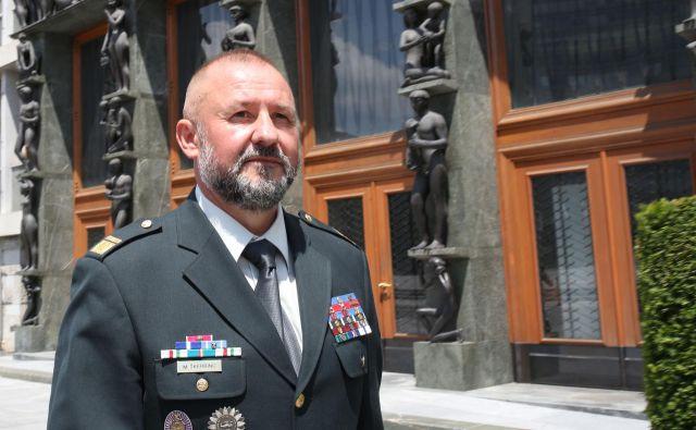 Razrešitev poveljnika poveljstva sil Mihe Škerbinca je pospremila afera o domnevni zlorabi vojaških obveščevalcev. Tudi to je eden od razlogov za interpelacijo proti obrambnemu ministru. FOTO: Tomi Lombar
