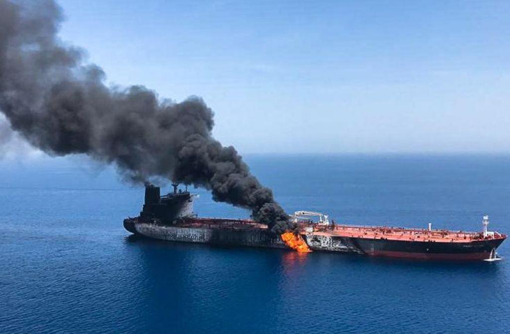 FOTO:Nevarne napetosti na svetovnih naftnih poteh